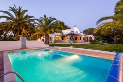4 bed villa with pool and tennis court in Vale do Milho, Carvoeiro